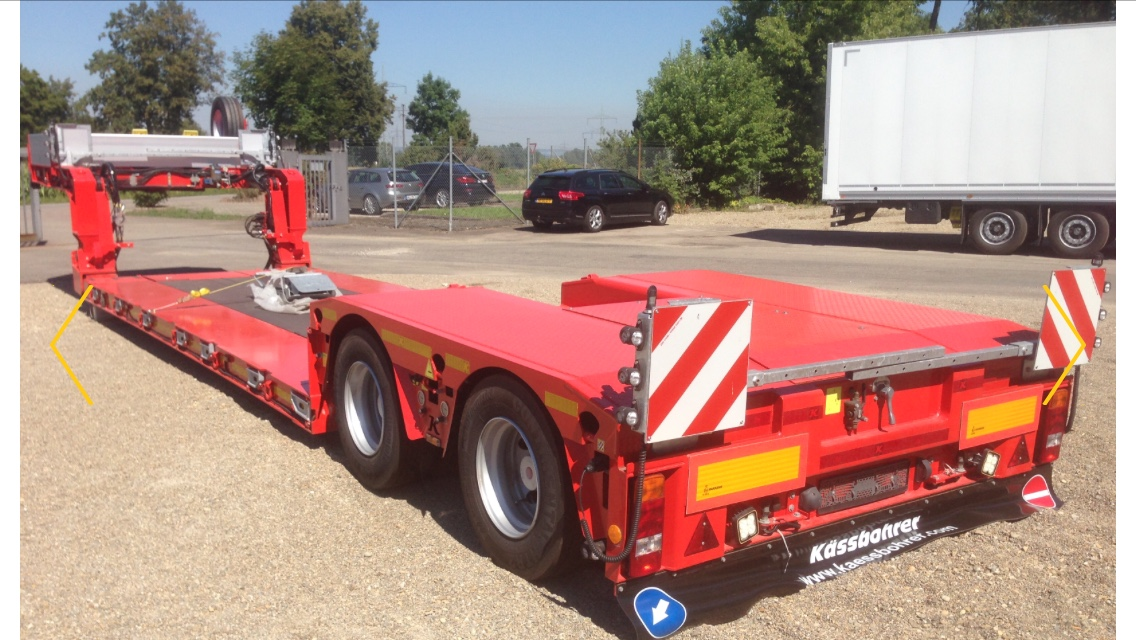 Low loader for large art works